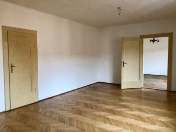 Pokoj 2 (průchozí)
